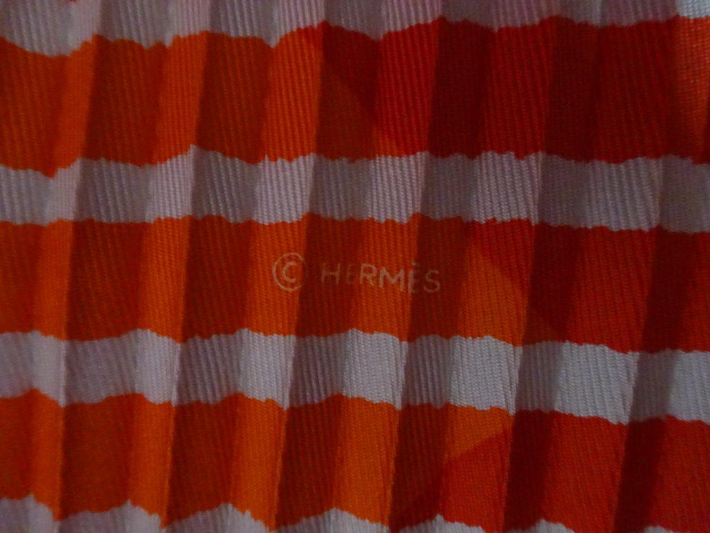 b2ae79ad9d8e Foulard plissé Hermès VENDU - LA MINAUDIÈRE